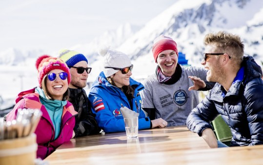 A lively atmosphere for adults - skiing courses in Obertauern